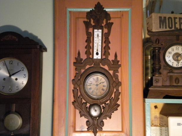 réveil monté sur bois sculté avec thermomètre